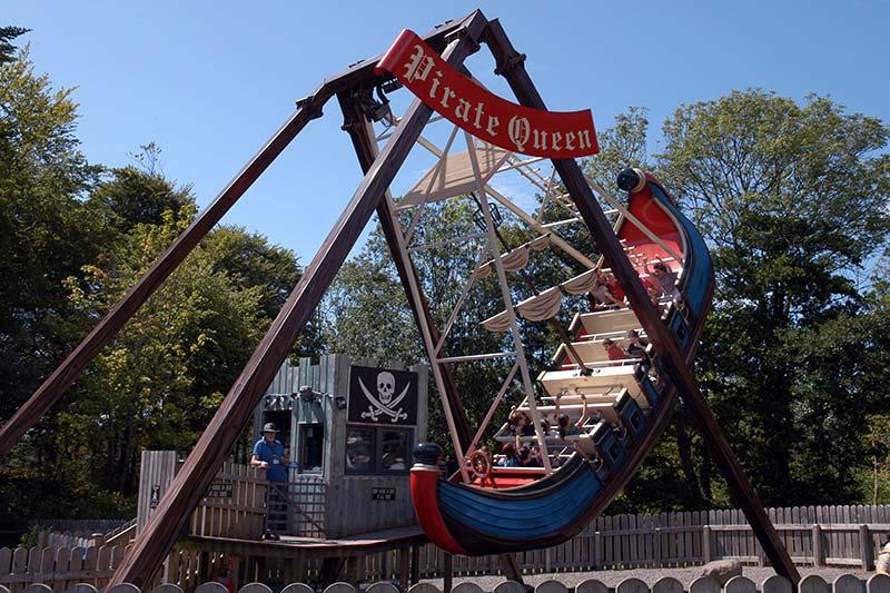A pirate funfair ride